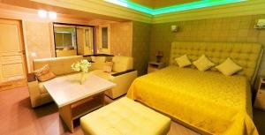 Отель Рай