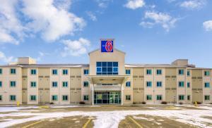 Motel 6-Estevan, SK