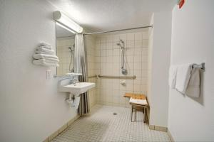 Motel 6 Newport Rhode Island, Hotels  Newport - big - 11