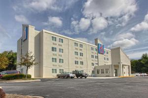 Motel 6-York, PA - North