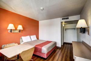 Motel 6 Wells, Отели  Wells - big - 14