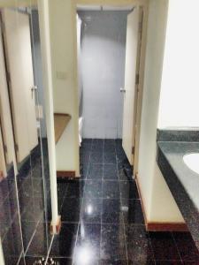 Manhattan Hotel Pathumtani, Hotely  Ban Lam Rua Taek - big - 24