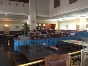Manhattan Hotel Pathumtani, Hotely  Ban Lam Rua Taek - big - 34