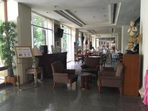 Manhattan Hotel Pathumtani, Hotely  Ban Lam Rua Taek - big - 36