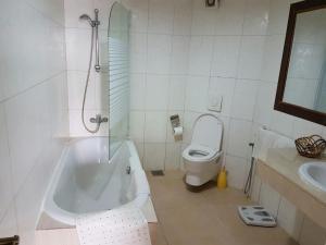 Hotel Barmoi, Hotely  Freetown - big - 54