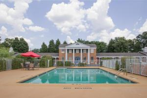 . Americas Best Value Inn & Suites Forsyth