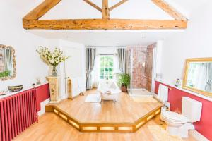 Self Catering Accommodation, Cornerstones, 16th Century Luxury House overlooking the River