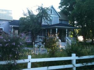 The Whitmore Inn - Accommodation - Weaverville