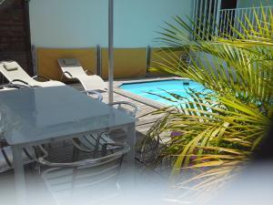 villa piscine de charme - Châteaubrun