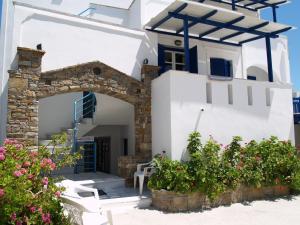 Flora Apartments & Studios