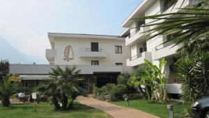 Hotel Villa Claudia, Hotely  Nago-Torbole - big - 1