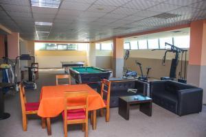 Hotel Vila Aeroport, Отели  Ринас - big - 38