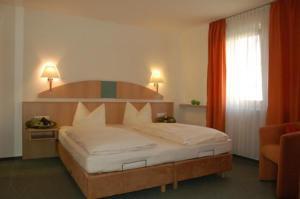 Hotel & Gästehaus Krone, Hotely  Geiselwind - big - 6
