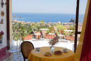 Pupi Catania Etna B&B, Bed & Breakfast  Aci Castello - big - 42