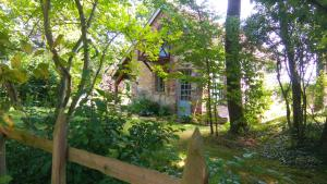 Location gîte, chambres d'hotes Le Lac O Fees camping Ecologique dans le département Morbihan 56