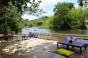 Love and Peace Deep Jungle River Paradise Resort - Tinitian
