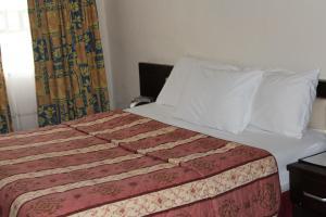 Leisure Lodge Hotels, Hotels  Freetown - big - 54