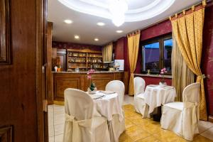 Hotel Ristorante Donato, Hotel  Calvizzano - big - 119