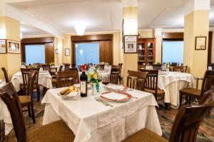 Hotel Ristorante Donato, Hotel  Calvizzano - big - 118