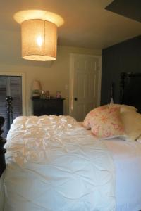 Burgoyne Bay Bed and Breakfast - Accommodation - Fulford Harbour