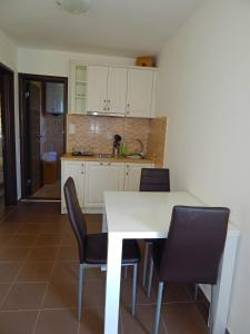 Apartment Anja, Apartments  Tivat - big - 3