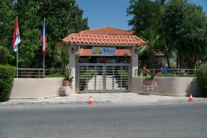 Hostels e Albergues - Studio Nikos