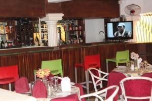 Leisure Lodge Hotels, Hotels  Freetown - big - 41