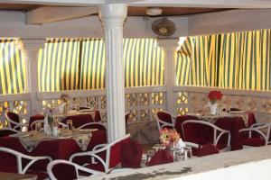 Leisure Lodge Hotels, Hotels  Freetown - big - 42