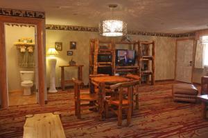 Gateway Inn and Suites, Hotel  Salida - big - 64