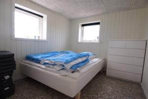 Four-Bedroom Holiday Home Søren 08, Ferienhäuser  Rønde - big - 3