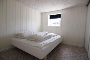 Four-Bedroom Holiday Home Søren 08, Ferienhäuser  Rønde - big - 4