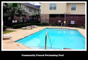 Central/West Houston Townhome (283), Apartmanok  Houston - big - 2