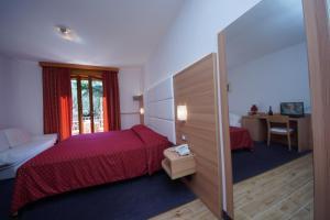 Hotel Alpi, Hotel  Malcesine - big - 4