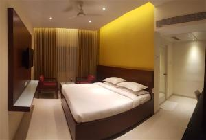 Gayathri Hotels, Отели  Tiruppūr - big - 21