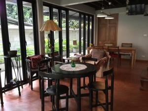Baan Ongkharak bed & breakfast - Bang O