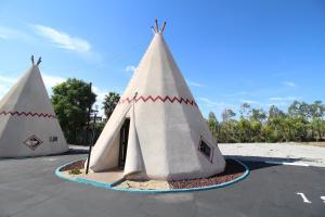Wigwam Motel - Accommodation - San Bernardino