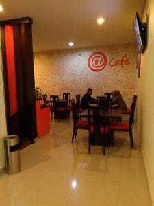 Hotel Alpha Makassar, Hotely  Makasar - big - 36