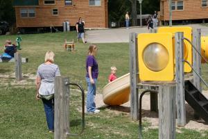 Lakeland RV Campground Loft Cabin 5, Комплексы для отдыха с коттеджами/бунгало  Edgerton - big - 4