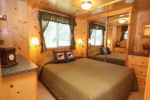 Lakeland RV Campground Loft Cabin 3, Üdülőközpontok  Edgerton - big - 3