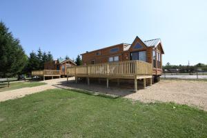 Lakeland RV Campground Loft Cabin 3, Üdülőközpontok  Edgerton - big - 6