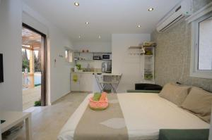 Roof suite at the heart of Jerusalem, Apartments  Jerusalem - big - 24