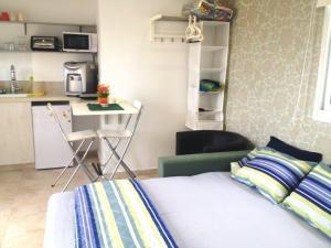 Roof suite at the heart of Jerusalem, Apartmány  Jeruzalem - big - 23