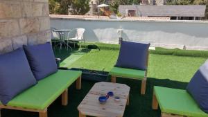 Roof suite at the heart of Jerusalem, Apartmány  Jeruzalem - big - 18