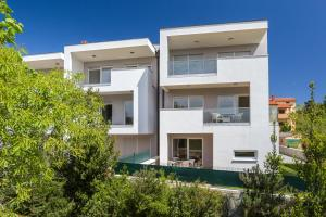 Family Friendly Apartment Near The Sea, Apartments  Banjole - big - 45