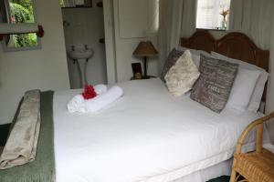 Double Room with Garden View and Private Bathroom Forword's River Lodge