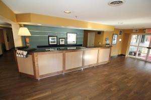 Hampton Inn Sandusky-Central, Отели  Сандаски - big - 17