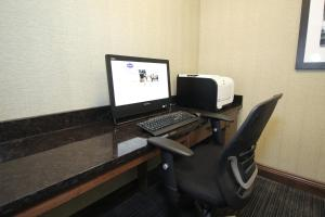 Hampton Inn Sandusky-Central, Отели  Сандаски - big - 20