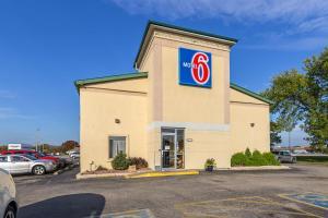 Motel 6-Moline, IL