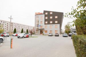 Plus Hotel, Hotely  Craiova - big - 40