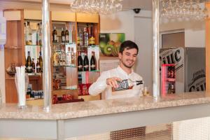 Plus Hotel, Hotely  Craiova - big - 38